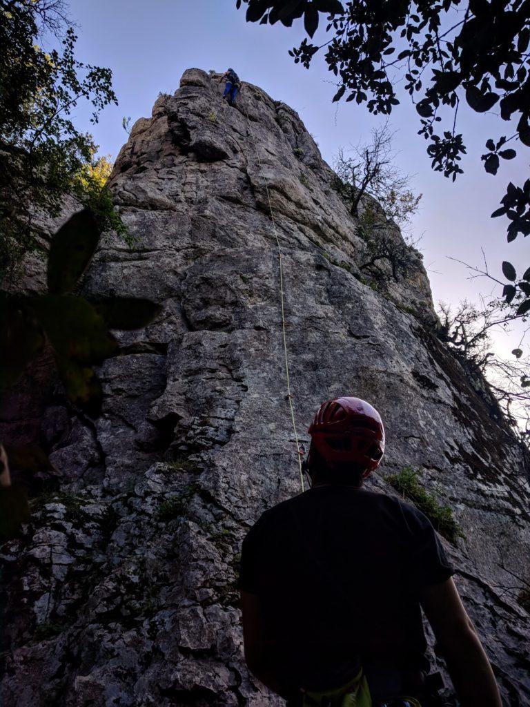 Les grottes, pilier extérieur
