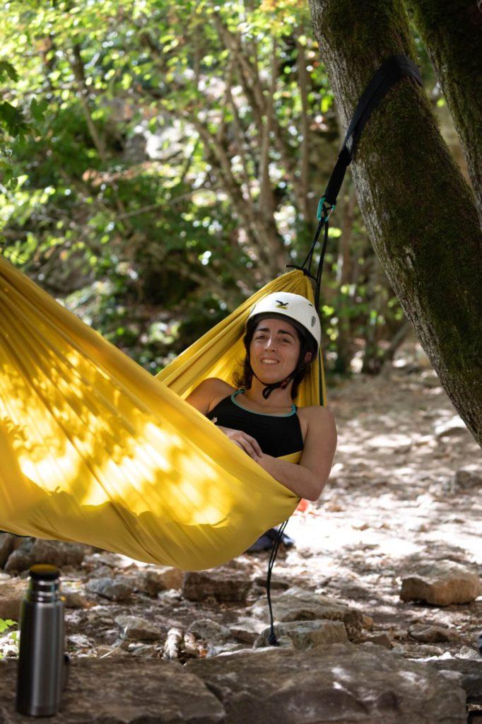 Même pendant la sieste, on garde son casque près des falaises !