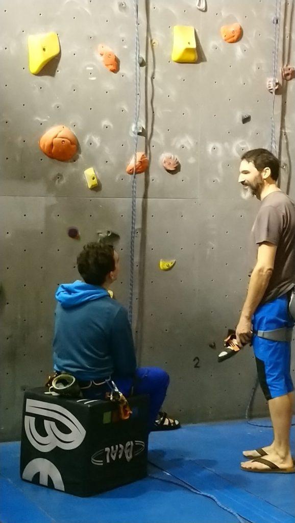Comme d'hab, les gens passent plus de temps à discuter qu'à grimper...